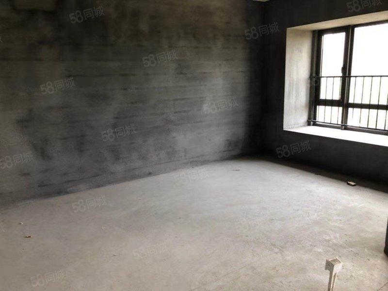 ���四小房,便宜出售105�f元�Q北小�^多��12��
