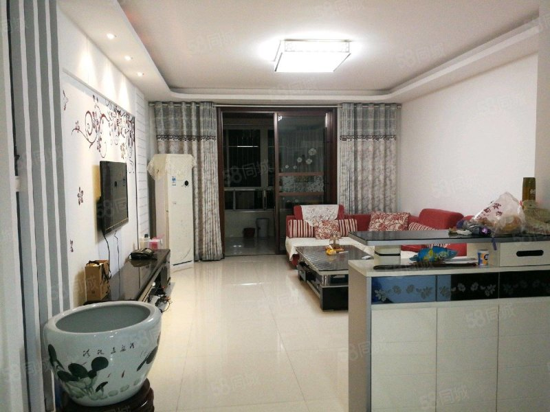 洛濱大道鐘樓附近精裝配三居室房源