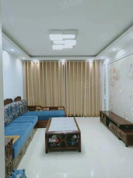 出售万晟中央公园三室两厅,有储藏室,有车位,售价92万