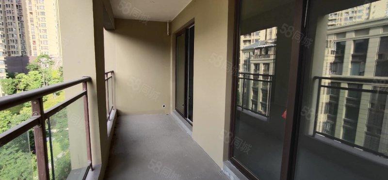 两江未来城一期丶高层洋房户型三室两厅两厅,清水