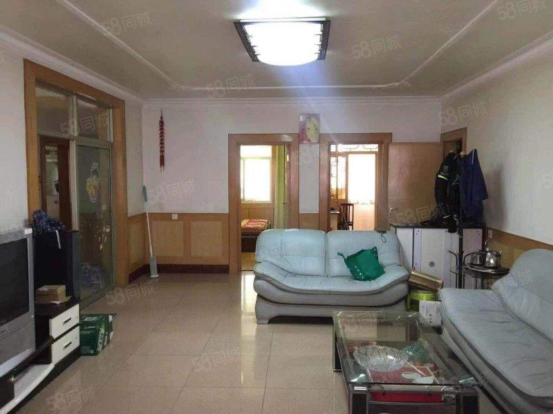 东塔北路简装3室2厅1卫1阳台,交通便利,设施齐全
