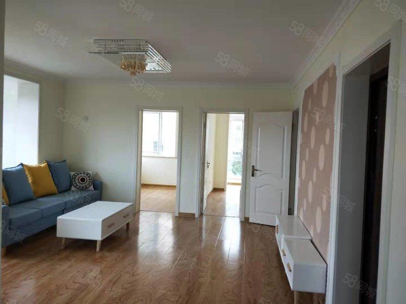 銀灘海韻豪庭小區3樓全新裝修三室兩廳出售