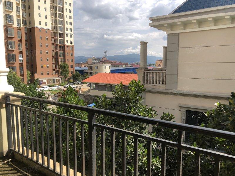 市中心别墅出售附带大阳台