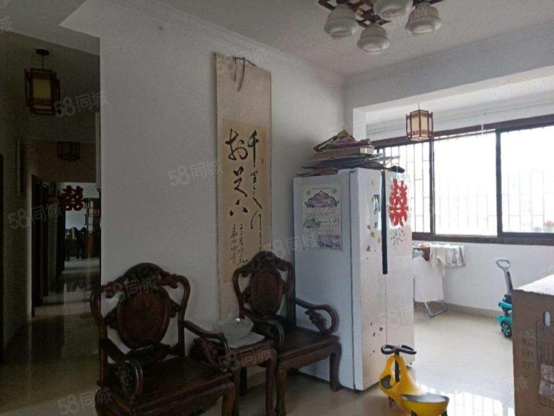 南湖广场小区 xq房sz空间大,可以贷款,带部分家具