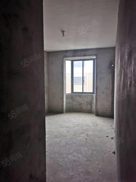 丹桂华庭二楼毛坯房三室两厅两卫。随时可以看房