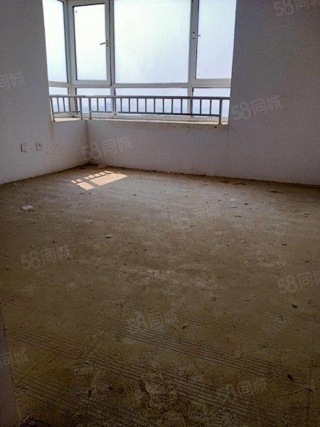 缺钱特卖此房16楼边户三室两厅107平米50万可以按揭