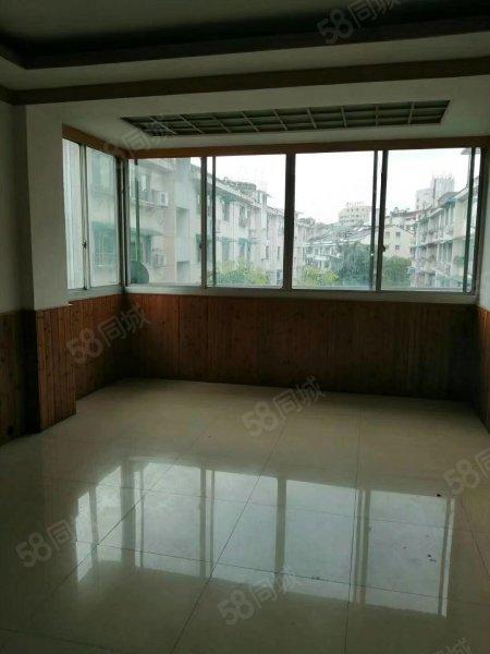 鼎湖小区3室2卫1厨2厅