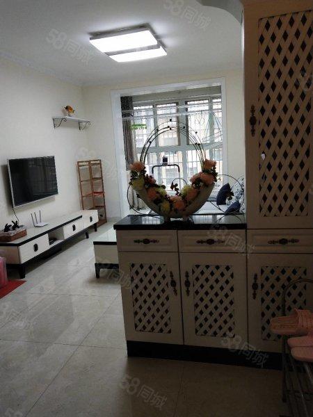 出售御湖国际 4楼 100平方 三室两厅精装修证满 67万