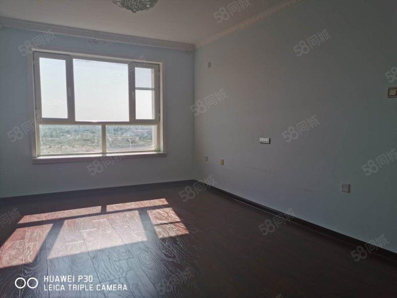 伊宁市 南环路 伊河北岸 4楼 两室两厅 有钥匙随时看房
