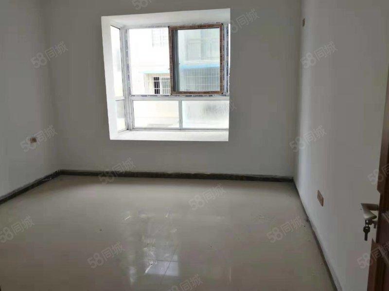麒龙国际旁.已经装修只差家电就可住.4室2厅2卫可以直接更名