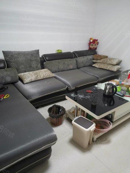 龙城书香门第,带储藏室,带家具家电,证满两年,过户费低