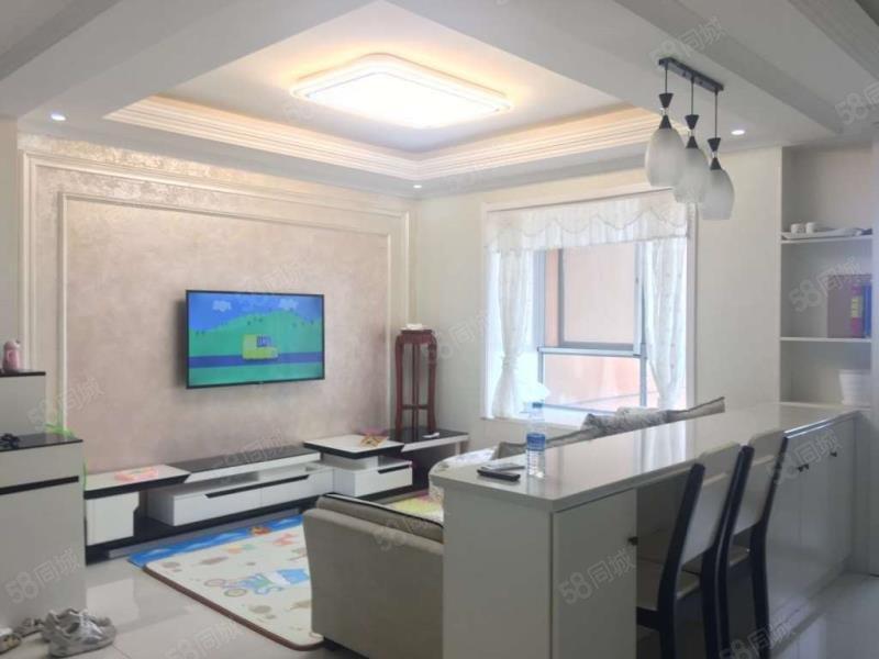 润园 现代前卫风格装修大两室 家具家电齐全 紧邻中医院新县中