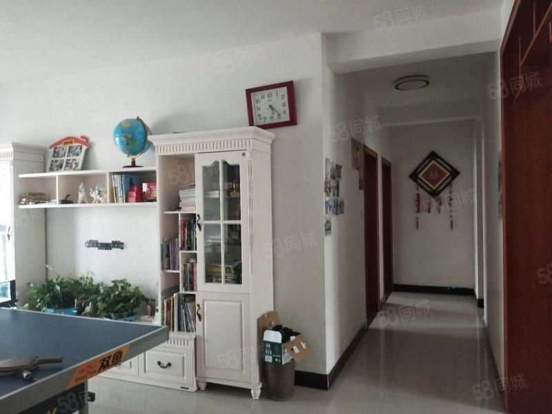 金海花苑三室两厅两卫简装带储藏室售48万