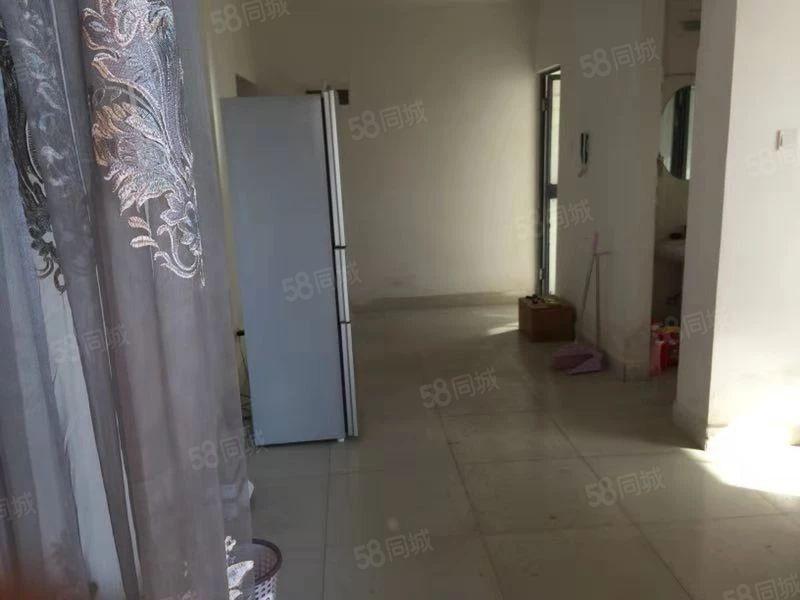 北片区景观房万裕润园8楼公寓700元/月带家具