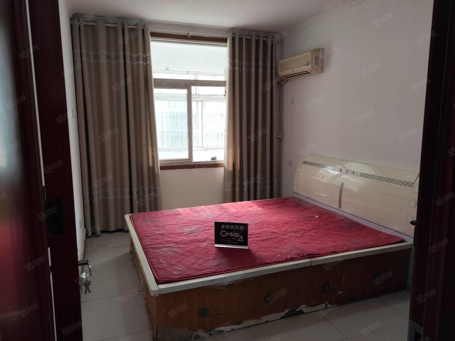 世纪皇宫后面木制老板椅热水器空调2床