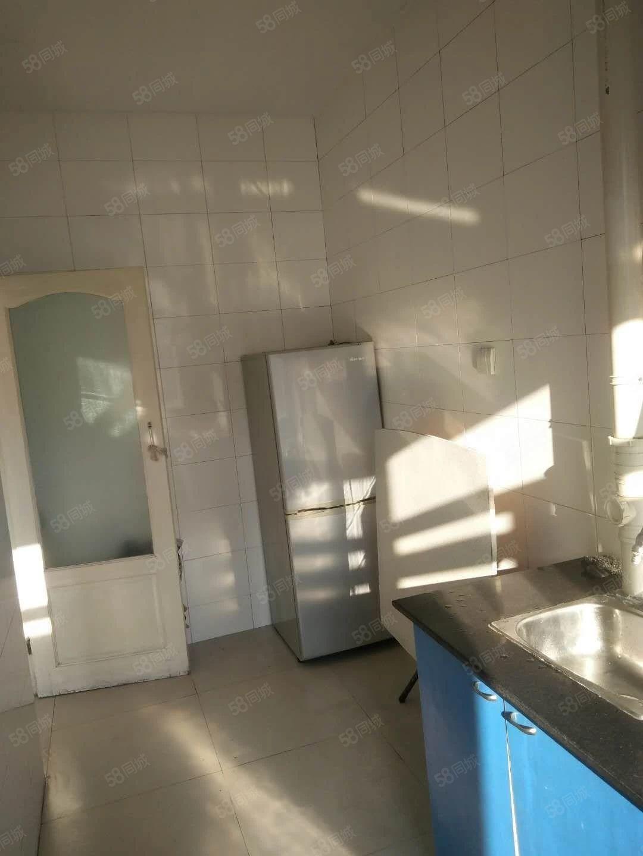 嘉兴花园5楼1室1厅40平室内明亮