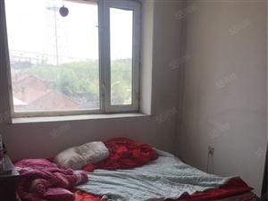 鑫港湾2楼。52平。一室一厅。有床。衣柜。沙发。
