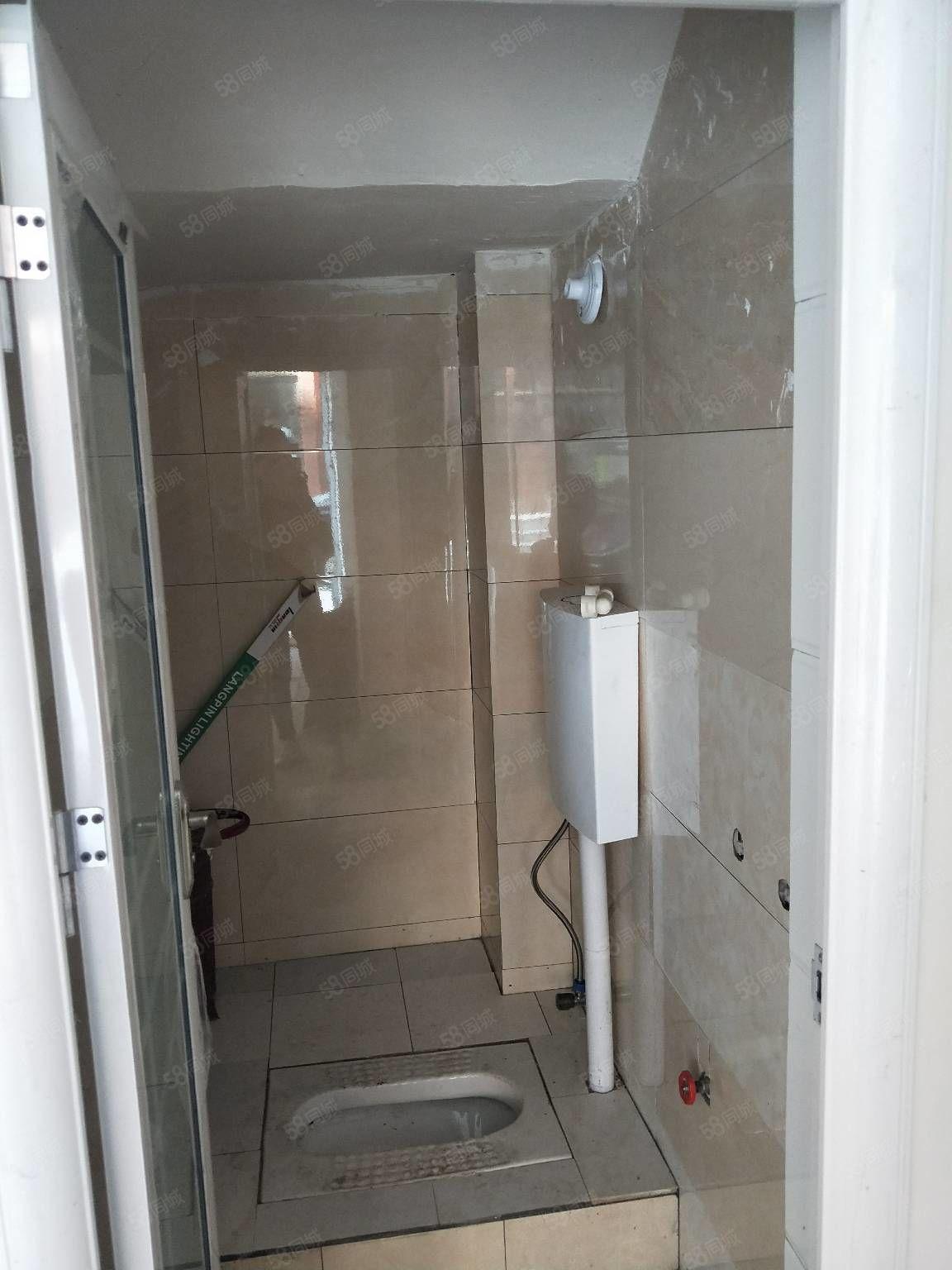 蓝鼎二期附近鸿运巷门面当住宅出租上下两层有热水器