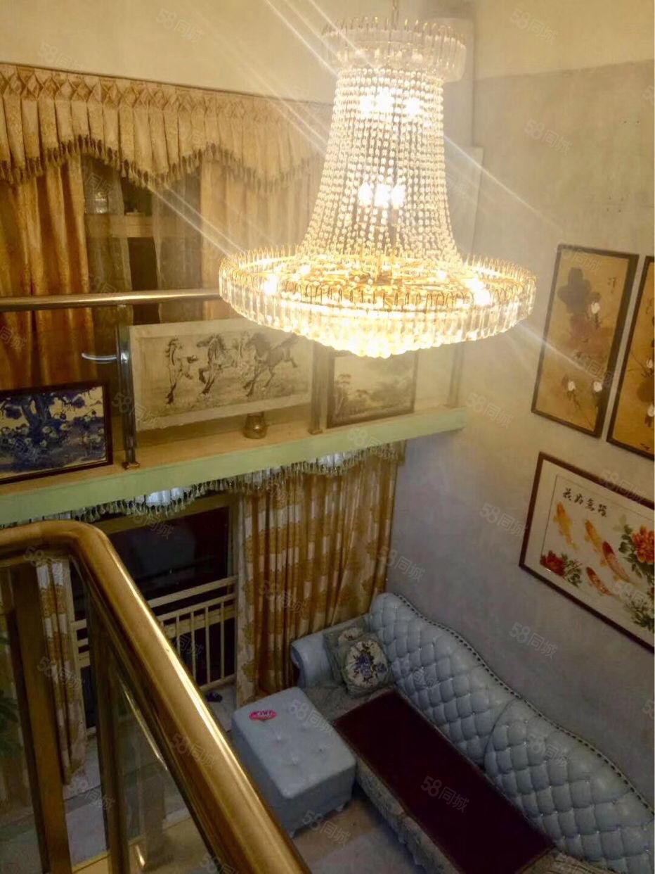 华科国际复式公寓1房1厅豪装1300元