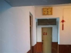 中元房产三室一厅一卫双阳台,三楼,出入方便,通双气,需全款