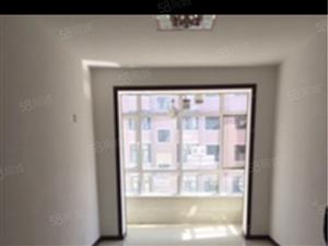 华晨家园。6楼。81平。两室一厅。一年8000