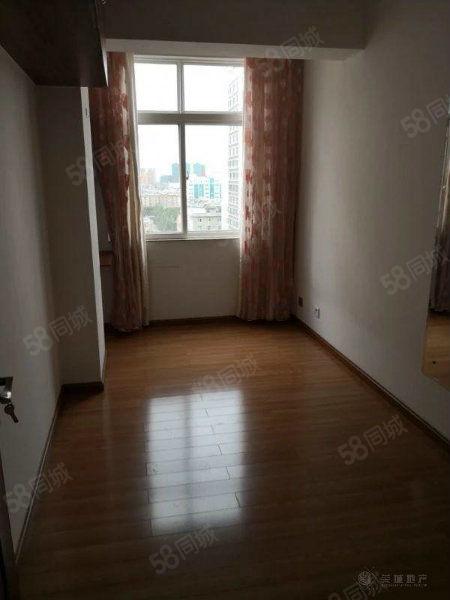 时代广场旁忠信新苑,84平米精装修住房金沙官方平台,户型周正。