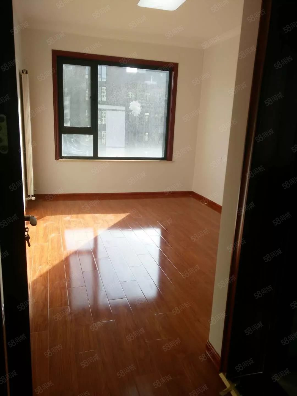 锦荣悦汇城,一室一厅一卫,精装皇家赛车,