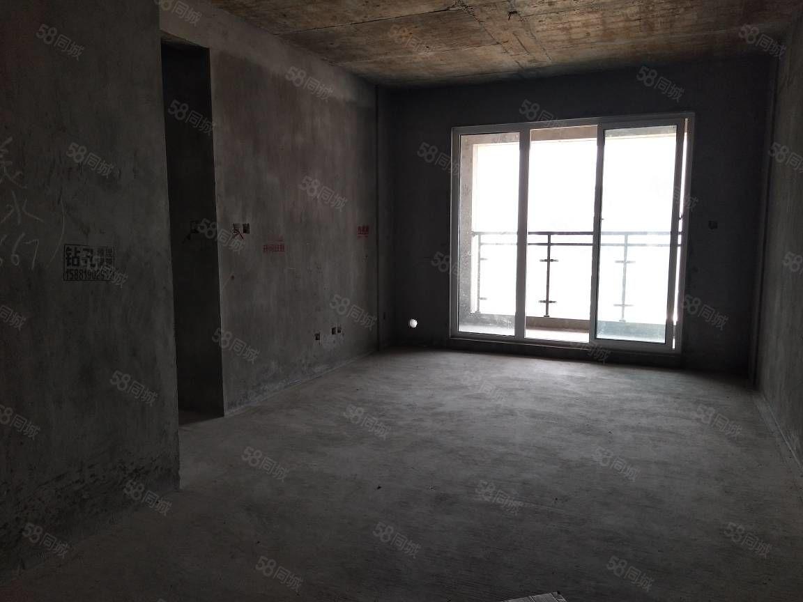 南门,机场小区,清水现浇房108平、三室两厅底价急售!