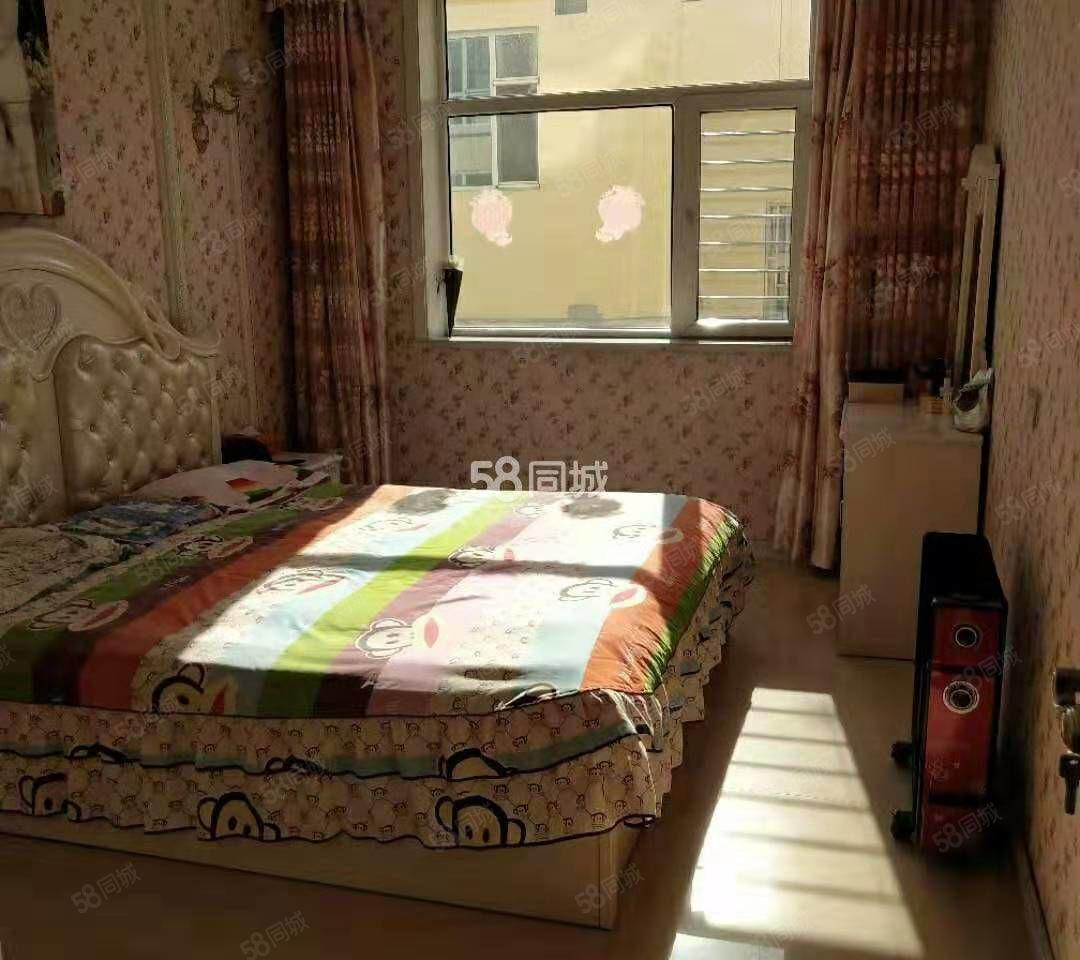 康苑小区附近两室精装家具齐全有家电拎包入住有车位