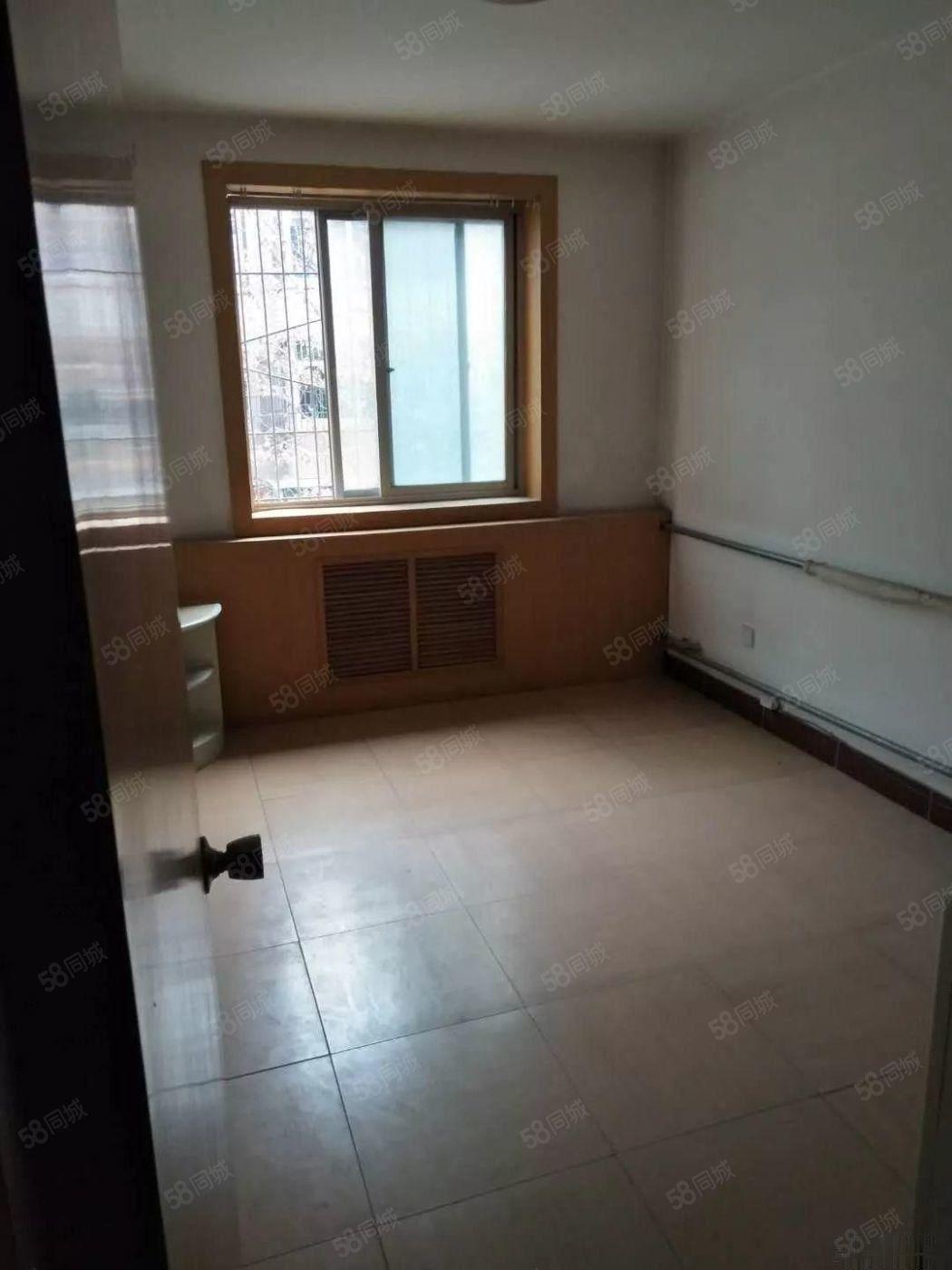 咸阳湖畔秦宝西区复试4室3厅2卫220平米3楼