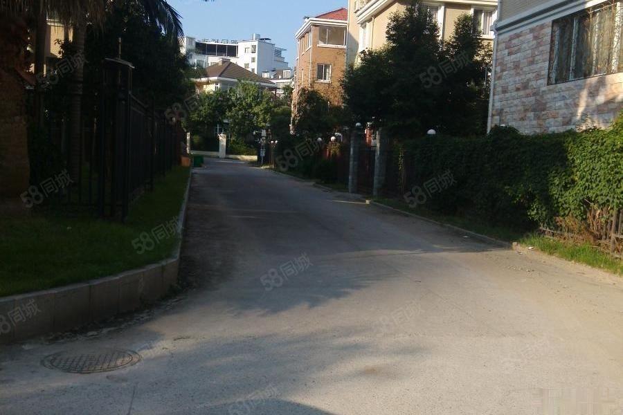独栋别墅、使产权620、占地260、带车库草坪、只要268万