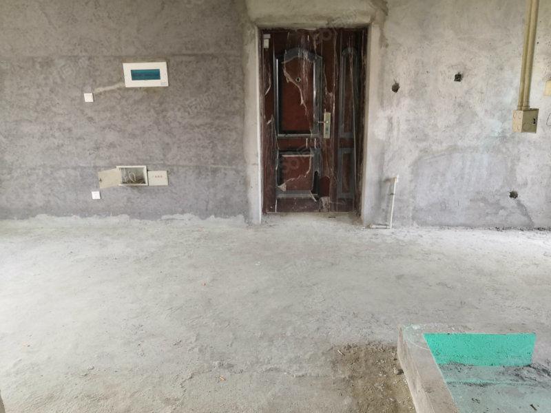东晟泰和园会展中心对面北岸新社区刚需电梯三房