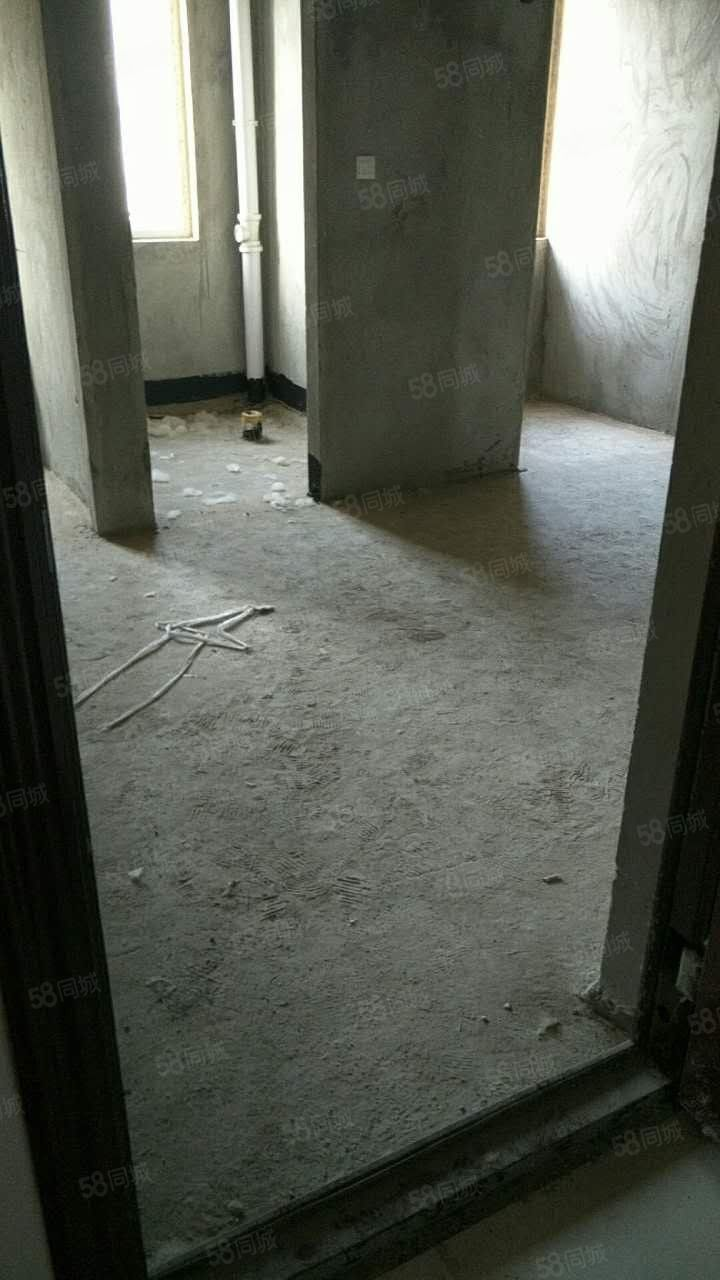 东景国际名苑一室一厅一卫35平米,实用性比较高,售价15万.
