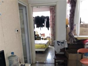 老九中片区房,精装一室,双气大产权有证可贷款,楼层佳,户型好