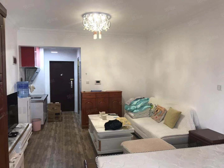 时代广场三期精装一室一厅澳门金沙平台带全新家具全新装修1300可谈