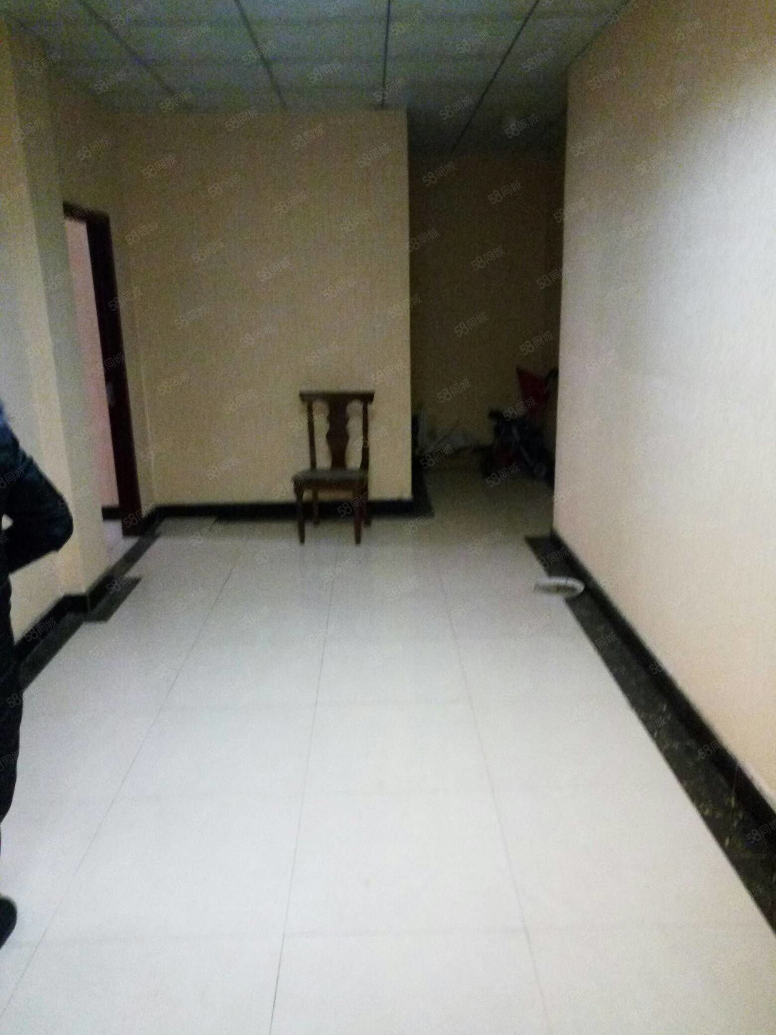 南一环路3室2厅1卫,一楼,可办公,美容