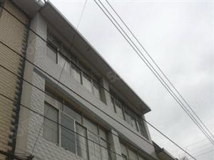 火车站后面200米房东自住私房出售,水电气齐全拎包入住