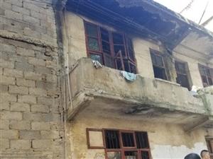 清源路老房子急售,占地110平出售,手续齐全。买到就是赚到