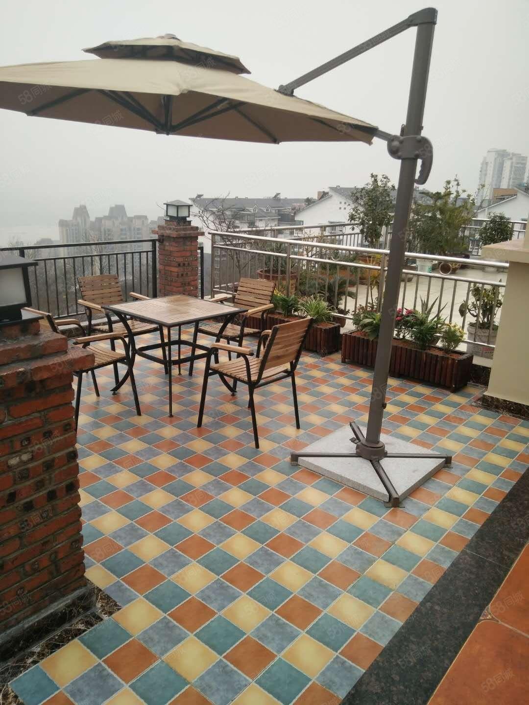 爱情海跃4层花园洋房,正看长江,7房带3个大花园加健身房