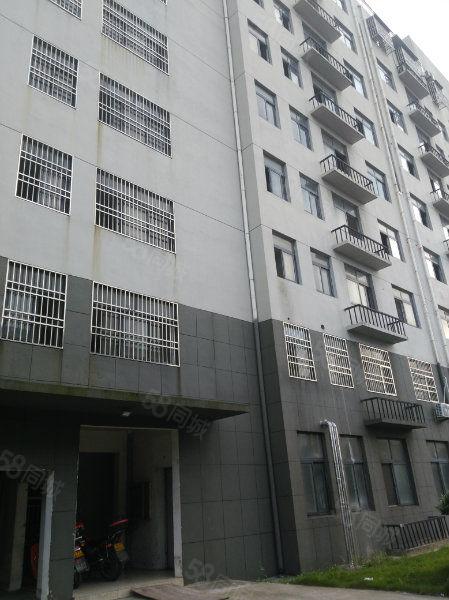县开发区广播局附近电梯房135平三室两厅两卫纯毛坯房