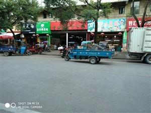 青峰花园旁店面菜市场对面