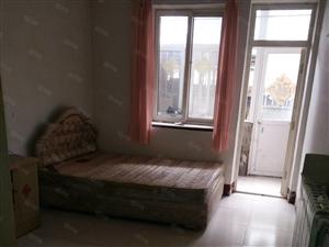 四方利群附近,套一厅,1楼,南北双气,简单家具,热水器灶具
