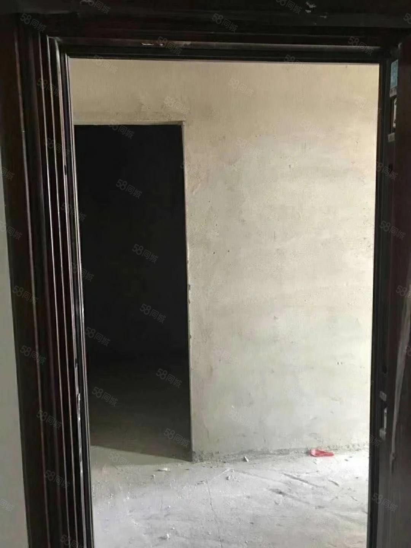 御龙苑电梯好楼层一手房首付4.5万64.4平毛坯