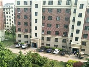 仅此一套山水新城多层5楼97平毛坯套三草房5平仅售132万