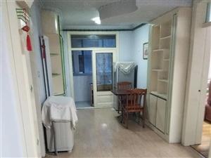 劳保北里2楼简单装修干净整洁8000一年包取暖
