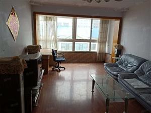 翠海院外6楼三室一厅精装修年租1.4万