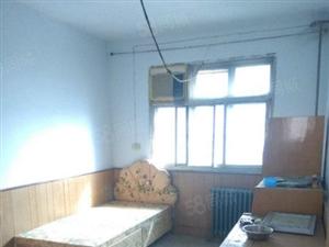 悠然房产出售法院家属院三室双气位临小吃街附近繁华地段