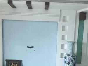 好房出售步行街近四楼三室二厅装修带家电,129平方售40万