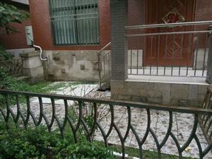 御景名都高铁站旁边一楼带花园带柴房有产证可按揭!