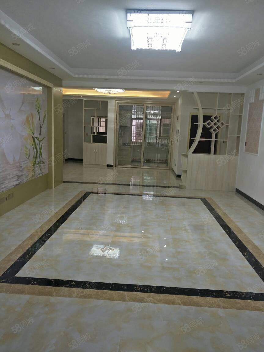 香竹小区,住5楼,3室2厅2卫,豪华装修,售价48.8万